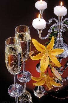 美酒与鲜花图片