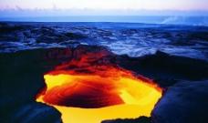 喷薄的火山图片