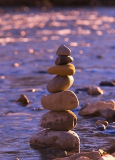 垒起的小石头图片